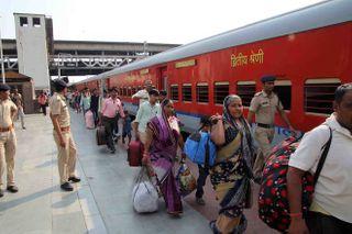 પરપ્રાંતીઓ મુદ્દે ગુજરાત સરકારને આંચકો: હાઈકોર્ટમાં કરાઈ PIL