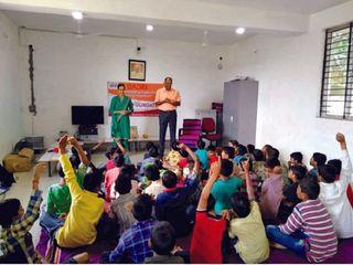 અંતરિયાળ ગામની નોખી શાળા કે જ્યાં ટેકનોલોજીનાં ઉપયોગથી અપાય છે શિક્ષણ