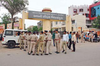 નાગલપુર કોલેજના છાત્રો આમને સામને, પોલીસતંત્ર દોડી આવી મામલો થાળે પાડ્યો