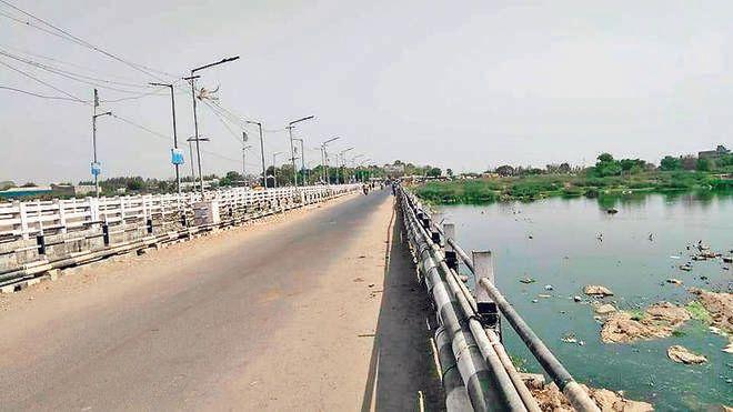 Vehicles ban on Sardar Singh Rana Bridge till June 10