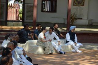 ગાંધી પરિવાર સહિત કોંગી નેતાઓની ગાંધી આશ્રમની મુલાકાતની તસ્વીરો