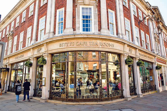 Betty's Cafe ઇંગ્લિશ હાઇ-ટીનો સ્વાદ