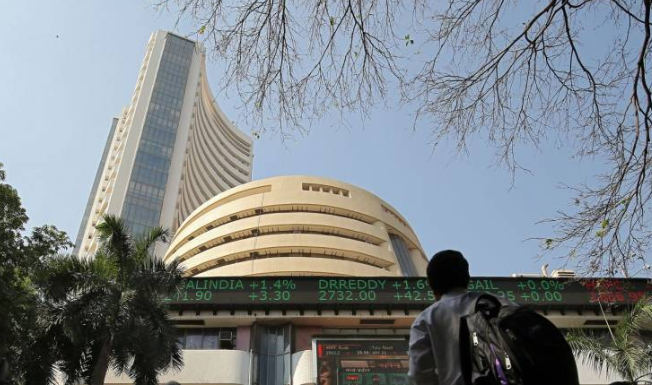 Sensex crosses 39,000 level; Nifty above 11,600