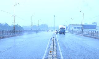 વરસાદે રાજકોટ ઘમરોળ્યું: તોફાની પવન સાથે બે કલાકમાં 2.5 ઇંચ વરસાદ