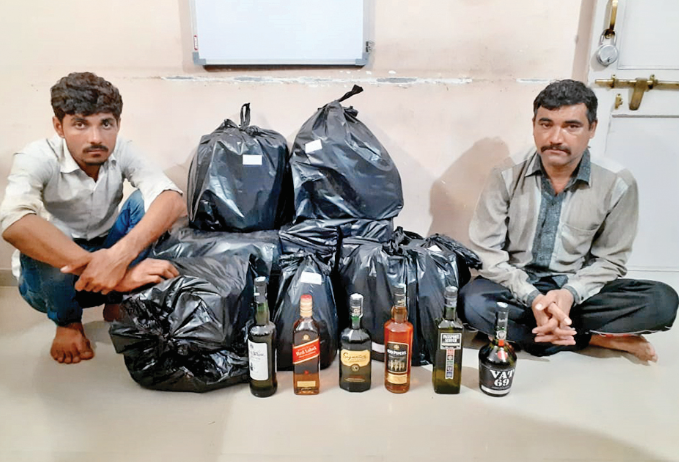 2 people arrested with liquor