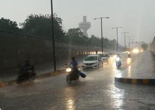 આખરે શહેર પર મેઘ મહેરબાન, પશ્ચિમમાં અડધાથી બે ઇંચ વરસાદ