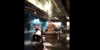 VIDEO : ગાંધીજીની પ્રતિમા પર જળાભિષેક,નવનિર્મિત ઈન્ક્મ ટેક્સ પુલની ખોલી નાખી પોલ