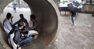 મુંબઇમાંમુશળધારવરસાદનેકારણેકેટલાયવિસ્તારમાંપાણીભરાયા