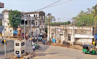 હિંમતનગર પાલિકા દ્વારા જર્જરિત ત્રણ મિલકતોને નોટિસ ફટકારી