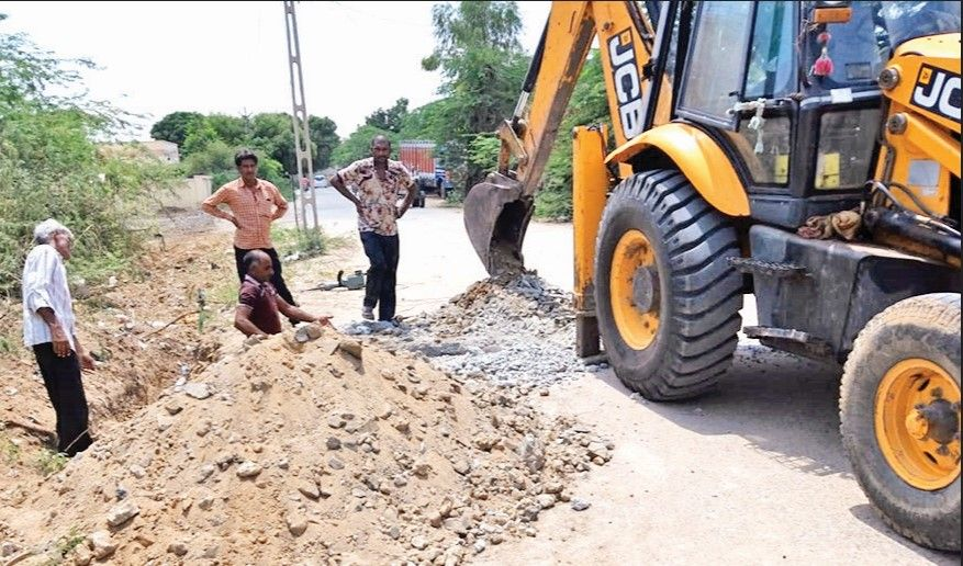 Work on water pipeline started in the Vinayak Society area of Tharad