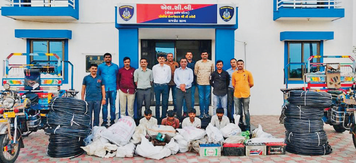 Robbery gang caught for stealing in rajkot