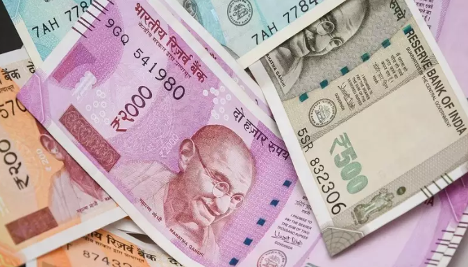 Rupee falls for 4th day; settles 6 paise down at 69.04