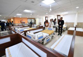 અમદાવાદમાં 750 કરોડના ખર્ચે બનેલી એસવીપી હોસ્પિટલની છત તૂટી