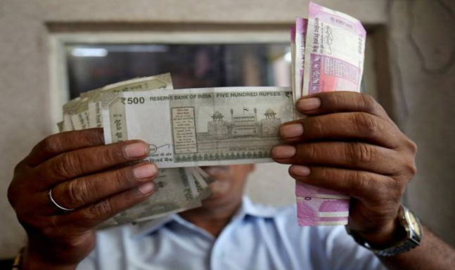 Rupee closes at 4-month low of 70.73 on yuan shock