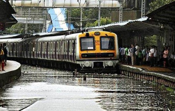 મુંબઇ- પુના વચ્ચે વરસાદને કારણે 26 ટ્રેન રદ કરવામાં આવી