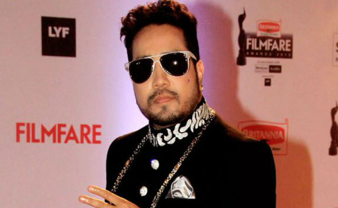 Controversy over Mika Singh performs at home of Pervez Musharraf's relative in Karachi
