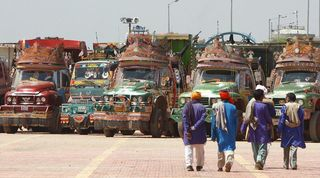 ભારત સાથે વ્યાપરિક સંબંધો પૂર્ણ કરીને પાકિસ્તાને પોતાના જ પગમાં મારી કુહાડી, વધુ થશે પાકિસ્તાનને નુકસાન