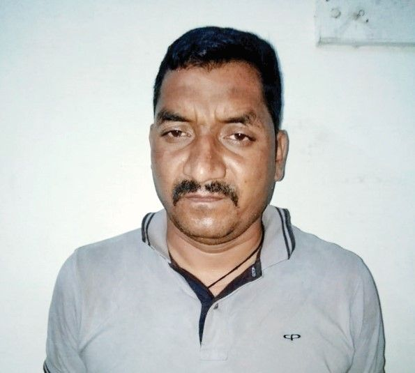 The fake cops from Sidhpur were pushed back by the real police fast