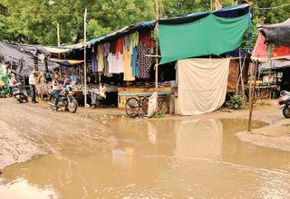 વરસાદનો વિરામ, પણ મીના બજારમાં ખાબોચિયા ભરાતા રોગચાળાની ભીતિ
