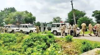 માલપુરના ડામોરના મુવાડા ગામે ચુસ્ત પોલીસ બંદોબસ્ત વચ્ચે દબાણ હટાવાયું