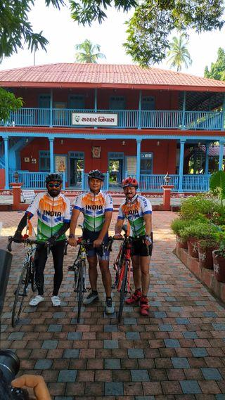 બારડોલી : બારડોલીના ત્રણ યુવકો 24 કલાકમાં 370 કિમી સાયકલ યાત્રાનો પ્રારંભ