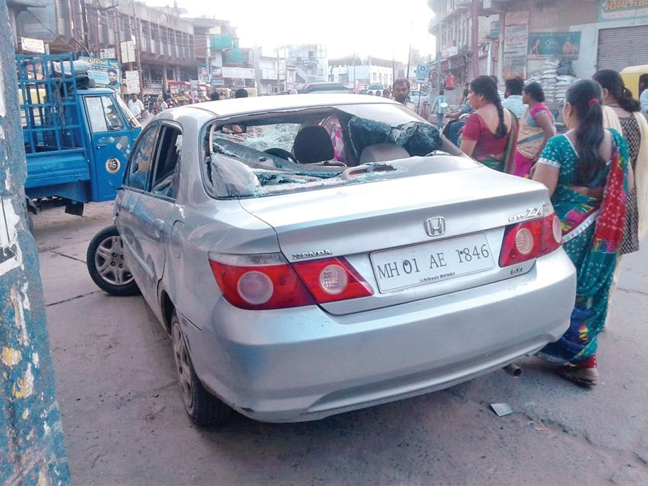 A car driver attacked on 4 peoples in mehsana