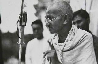 ગુજરાતમાં નવમાં ધોરણની પરીક્ષામાં પ્રશ્ન પૂછાયો, 'ગાંધીજીએ આત્મહત્યા કેવી રીતે કરી હતી?'