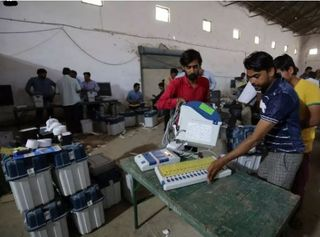 ગુજરાત પેટા ચૂંટણી : થરાદ, બાયડ અને રાધનપુરમાં કોંગ્રેસનો પંજો