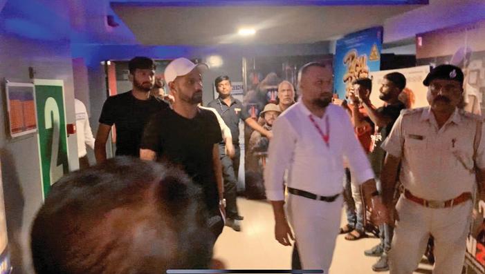 Team India watch 'Housefull-4' in rajkot