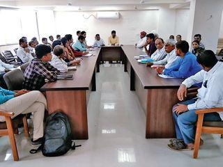 થરાદમાં સંકલનની બેઠકમાં રોડ, પાણી અને વિજળીના મુદ્દા ચમક્યાં