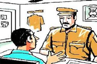 પલસાણા : પોલીસ અને મામલતદારની ઓળખ આપી અજાણ્યા ઇસમોએ વેપારી પાસેથી 70 હજાર પડાવ્યા