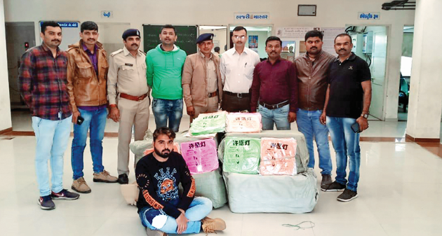 person caught with 2000 piece of Chinese Tukkal in Rajkot