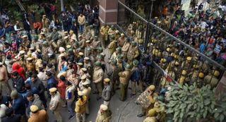 JNU હિંસા: ડેટા સુરક્ષિત રાખવા મામલે હાઈકોર્ટે ફેસબુક, એપલ અને ગૂગલને નોટિસ પાઠવી