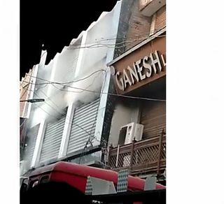વડોદરા : મંગળબજારમાં શોર્ટ સર્કિટના કારણે ત્રણ દુકાનોમાં આગ
