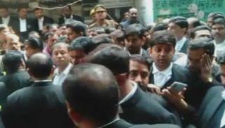 લખનઉની કોર્ટમાં બોમ્બ બ્લાસ્ટ થતા અનેક વકીલો ઈજાગ્રસ્ત