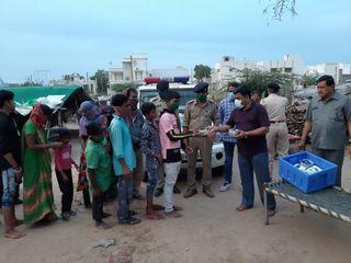 સિદ્ધપુરમાં સેવાભાવી સંસ્થા દ્વારા ગરીબો માટે જમવાની વ્યવસ્થા