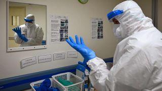 લંડન: હોસ્પિટલે કહી દીધું કે દાઢી કરાવીને આવો, હવે ડોકટરો વિરોધ કરી રહ્યા છે