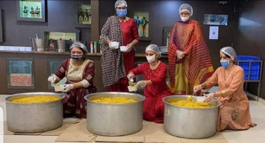 Real Corona Warriors: Eight women from Surat run a kitchen for the needy in lockdown for 48 consecutive days