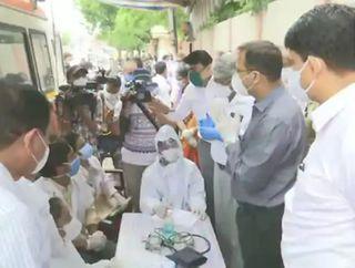 કેન્દ્રની આરોગ્ય ટીમે અમદાવાદના માઈક્રો કન્ટેન્મેન્ટ ઝોનની મુલાકાત લીધી