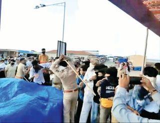 સોમનાથમાં બેકાબૂ દર્શનાર્થીઓ પર પોલીસનો બળપ્રયોગ