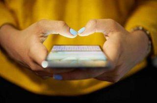 મોબાઇલ ટાઇપિંગની આદતે મહિલાને વિકલાંગ બનાવી