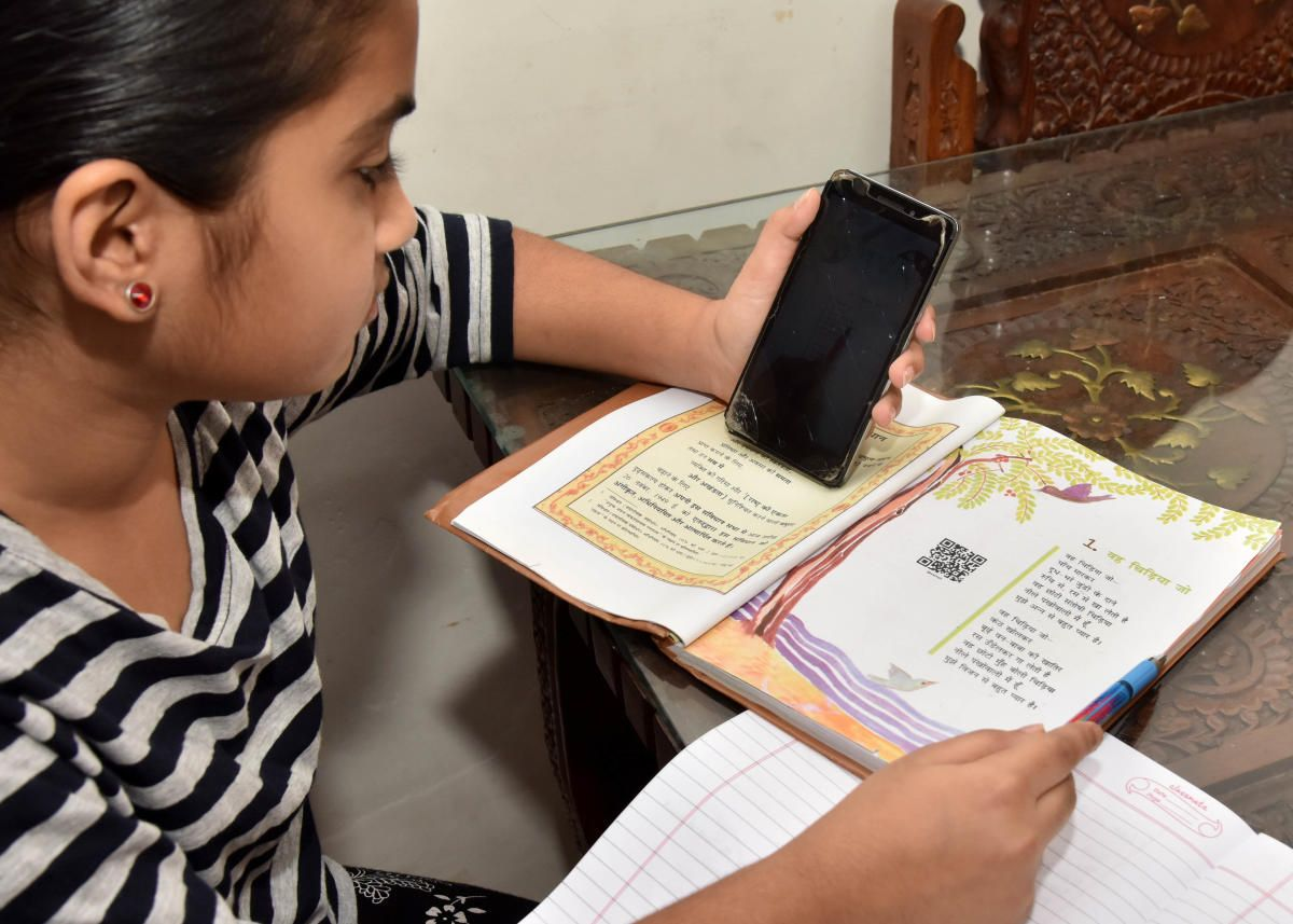 Online education resumed from today by self-reliant schools where the state government is adamant