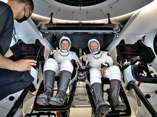 સ્પેસ Xને સફળતાઃ 45 વર્ષમાં પ્રથમ વાર અંતરિક્ષ યાત્રીનું સમુદ્રમાં ઉતરાણ