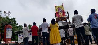 રામમંદિરના ભૂમિપૂજન ટાણે વડોદરાના ભાજપ કાર્યાલય ખાતે ચોકલેટ વિતરણ તથા કોંગ્રેસના આગેવાનોએ કરી હનુમાન ચાલીસા