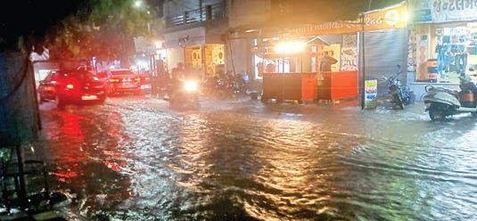 રાજકોટમાં ગાજવીજ-વાવાઝોડા સાથે વરસાદ