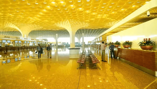 અદાણી ગ્રૂપ મુંબઈ એરપોર્ટમાં 74 ટકા હિસ્સેદારી ખરીદશે
