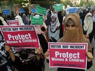પાકિસ્તાનઃ કારમાંથી ખેંચી બાળકો સામે જ વિદેશી મહિલા પર સામૂહિક બળાત્કાર