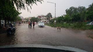 માત્ર 1 ઇંચ વરસાદઃ નીચાણવાળા વિસ્તાર અને રસ્તા પર પાણી ભરાયાં