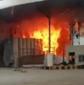 વાલોડના ડુમખલ ગામે આવેલ પેપરમીલમાં આગ લાગતાં અફરા તફરી