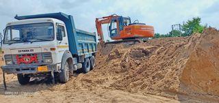 પાલનપુરના દાનાપુરા ગામે ગેરકાયદે માટી ખનન ઝડપાયું : 1.75 કરોડનાં સાધનો જપ્ત